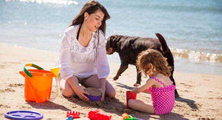 vakantiehuis zeeland met kind op strand